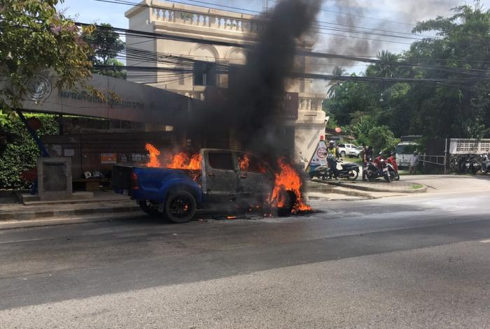 Pick-up truck burnt to a crisp in Phuket | The Thaiger