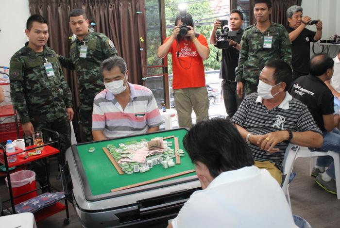 Phuket gambling den raid results in 12 arrests | The Thaiger