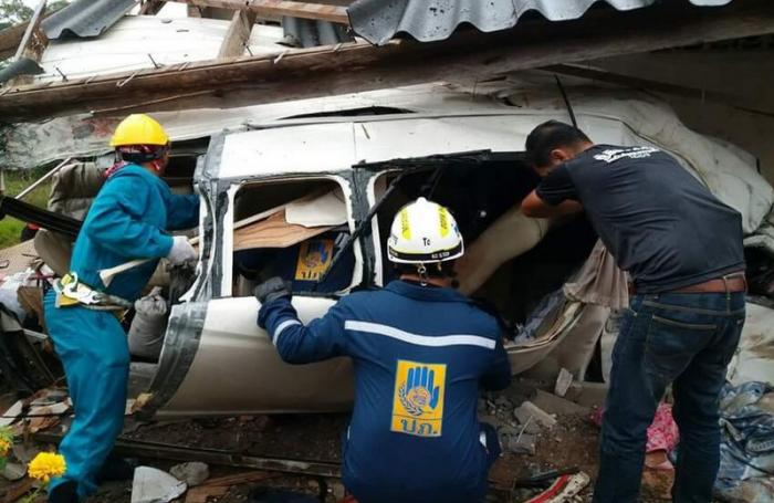 Three foreigners killed in early morning visa run van crash | The Thaiger