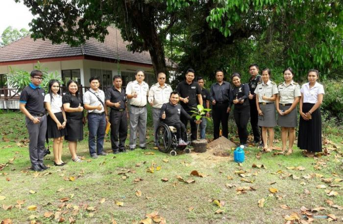 Paralympian visits Phuket during 10,000km journey | The Thaiger
