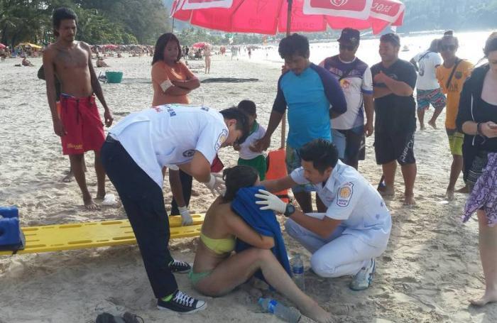 Australian tourist hurt in parasail fall at Patong Beach | The Thaiger