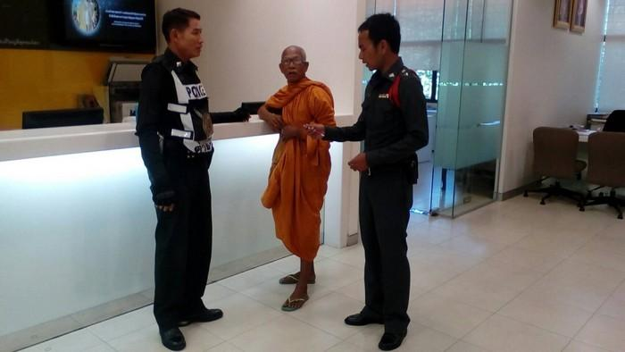 Monk demands that bank hand over missing money | The Thaiger