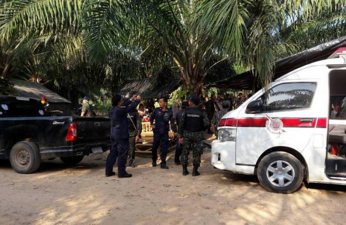 500-strong police force arrests Krabi squatters | The Thaiger