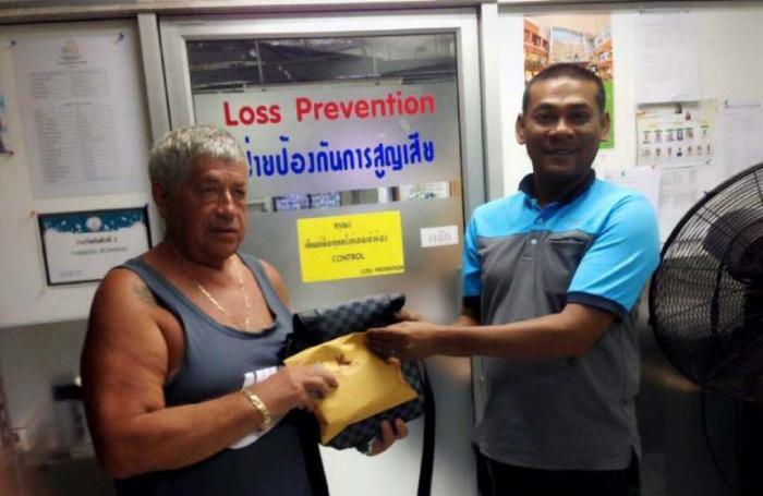 Jungceylon security guard returns tourist's lost cash   The Thaiger