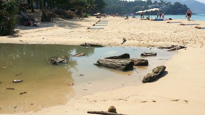 Surin Beach wastewater to be wiped up with illegal buildings | The Thaiger