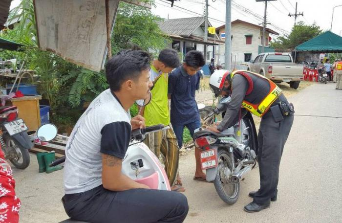 Police confiscate more 100 vehicles from drunk drivers in Songkran safety blitz | The Thaiger