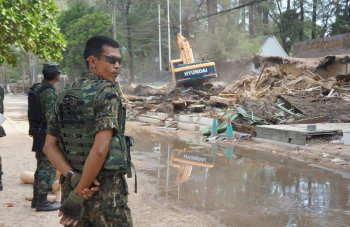 Video report: New demolition plan brings Surin businesses to the ground   The Thaiger