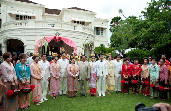 Couples invited to participate in traditional wedding ceremony | The Thaiger