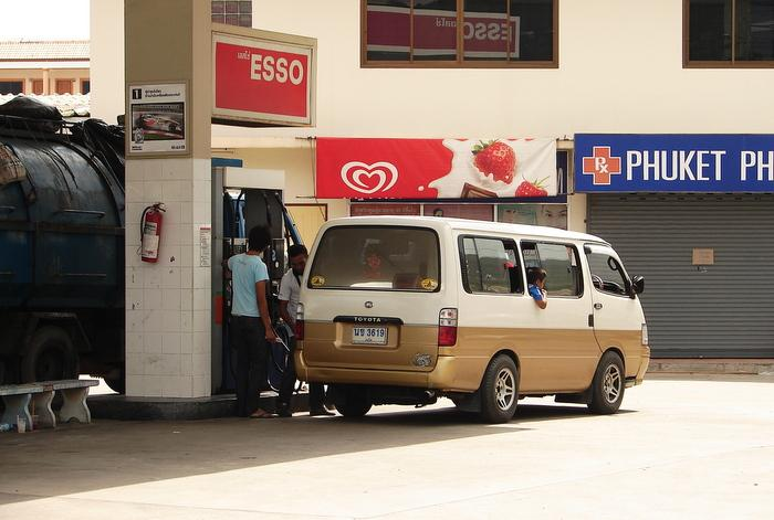 Gas station attendants criminally responsible for customers who don't hang up   The Thaiger