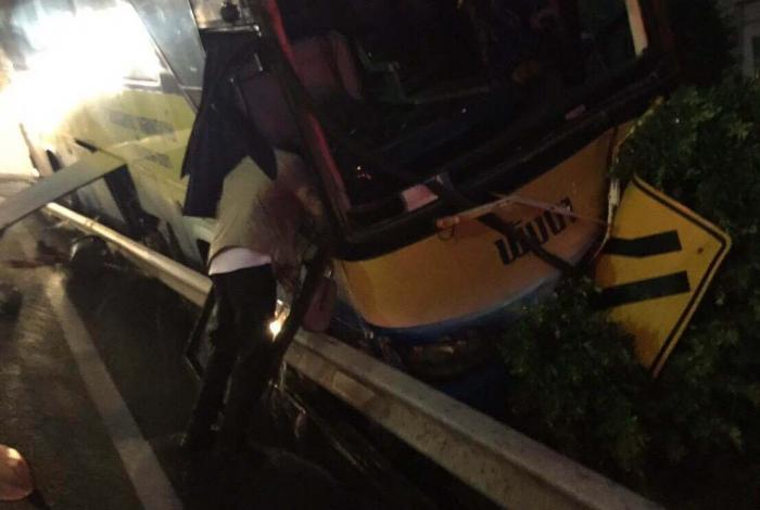 Chinese passenger injured in tour bus crash on Patong Hill | The Thaiger