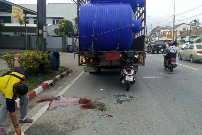 Motorcyclist dies after rear-ending truck at high speed   The Thaiger
