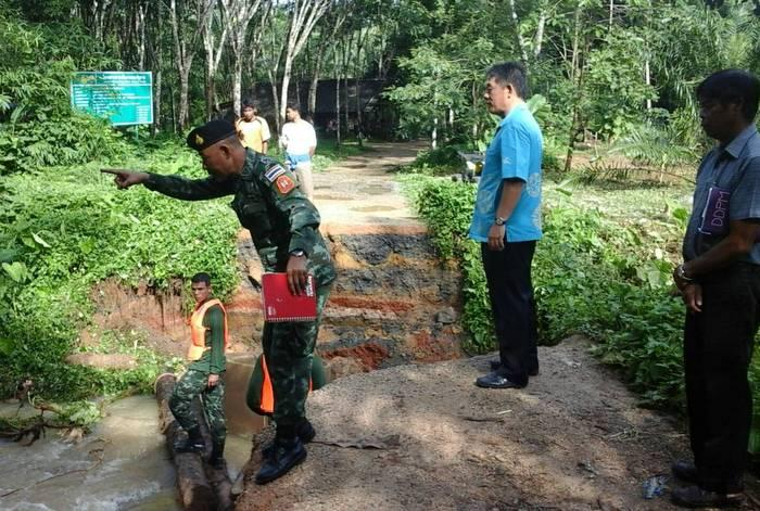 Heavy rains damage roads, flood farm land and houses in Krabi Town | The Thaiger