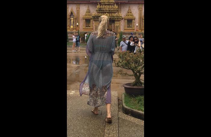 Foreign tourist apologizes for visiting temple in sexy dress | The Thaiger