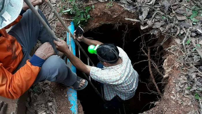 Sinkhole threatens to swallow road in Krabi Village | The Thaiger