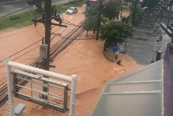 Floods paralyze Phuket | The Thaiger