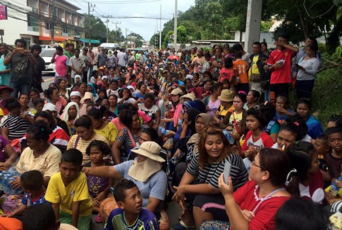 Sea gypsies march to submit letter to PM | The Thaiger