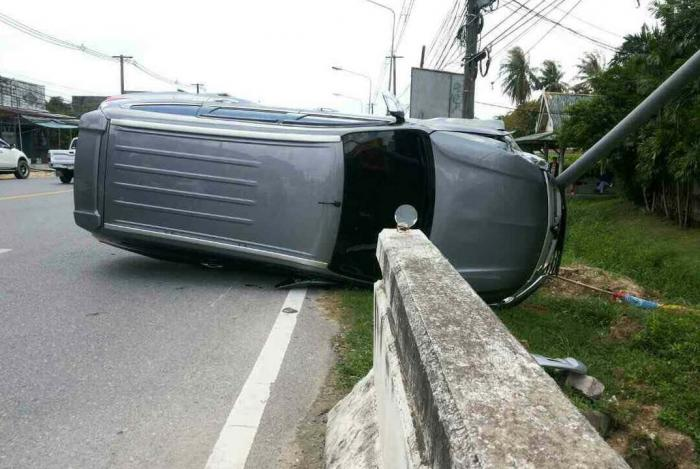 Woman flips car to save jay-walking dog | The Thaiger