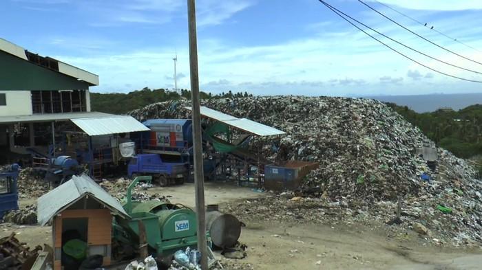 Tourists flee stinking trash on Koh Tao | The Thaiger