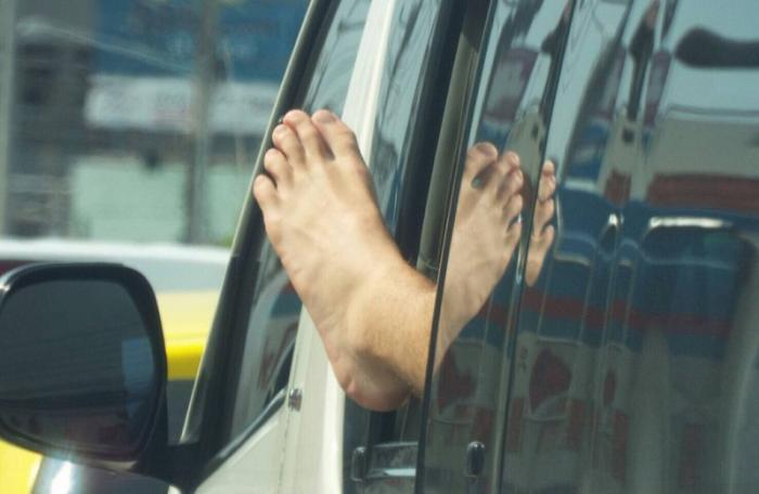 Photos of foot waving foreigner criticized in Phuket | The Thaiger