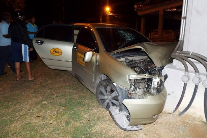 Phuket tourists injured as taxi driver falls asleep at the wheel | The Thaiger