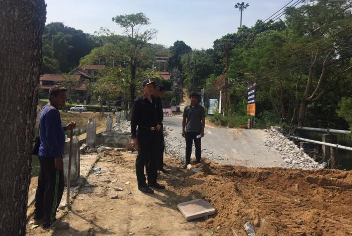Detour signs placed after Phuket bridge collapse | The Thaiger