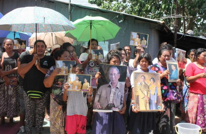 Sea gypsies prevent Phuket officials from demolishing homes | The Thaiger