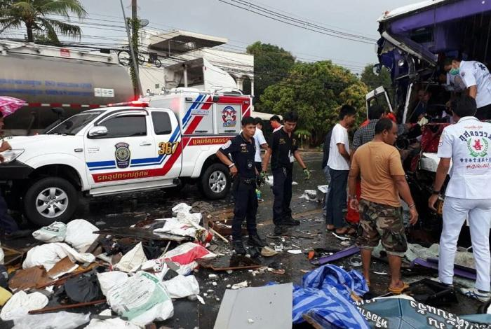 Phuket bus, six-wheeler in rainy head-on collision | The Thaiger