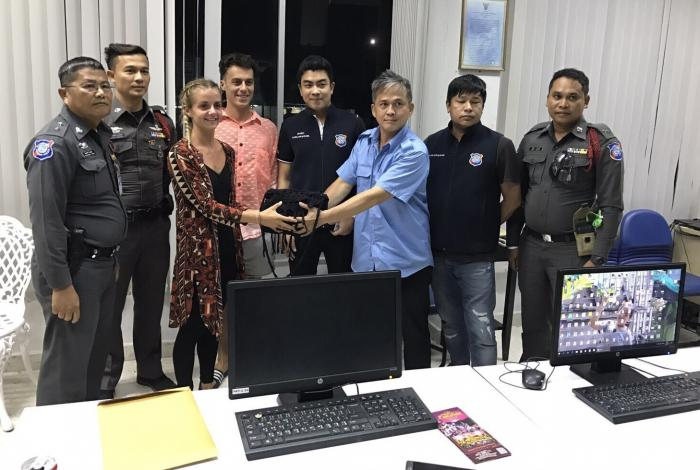 Phuket taxi driver returns British tourists' purse | The Thaiger