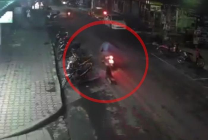 Video: Two arrested for dragging woman behind motorbike during botched robbery attempt | The Thaiger