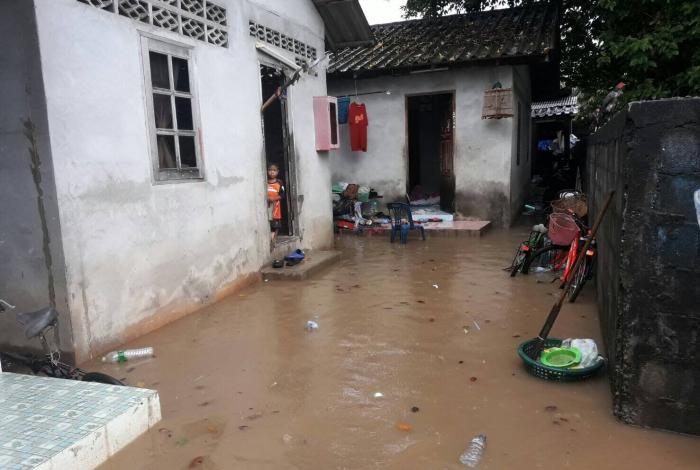 Rawai residents battle floods after heavy rains | The Thaiger