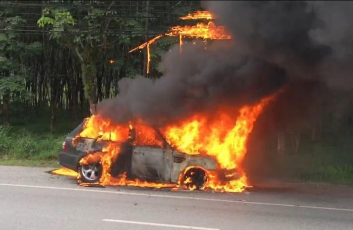 Woman escapes injury after vehicle catches fire in Phuket | The Thaiger