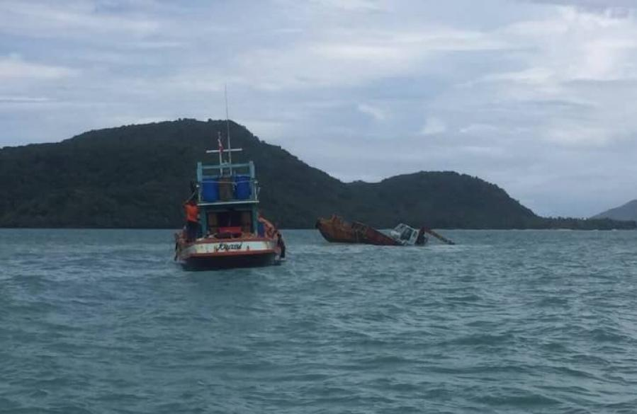 Barge wrecked after crashing into underwater rock | The Thaiger