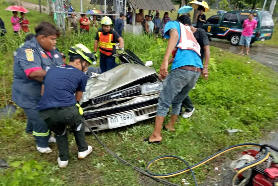 Family man dead as pick-up ploughs into sedan | The Thaiger