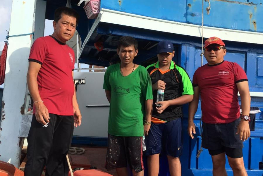 Australian yacht crew rescues fishermen from sinking boat | The Thaiger