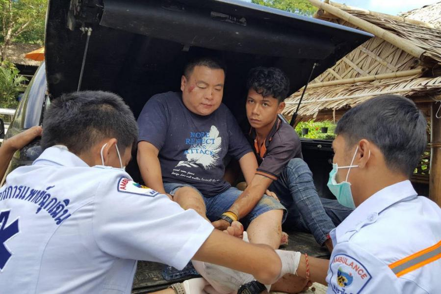 Chinese tourists, mahout injured in falls from elephants | The Thaiger