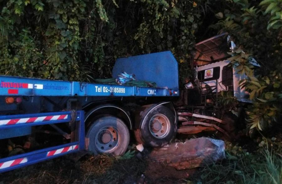Man survives road crash by jumping out of moving truck | The Thaiger