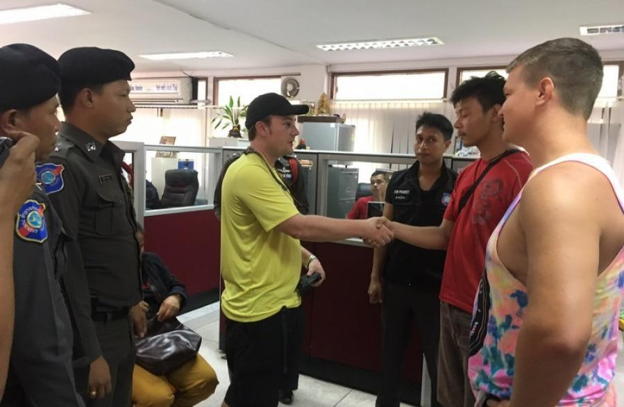 American tourist, tuk-tuk driver charged for fighting | The Thaiger