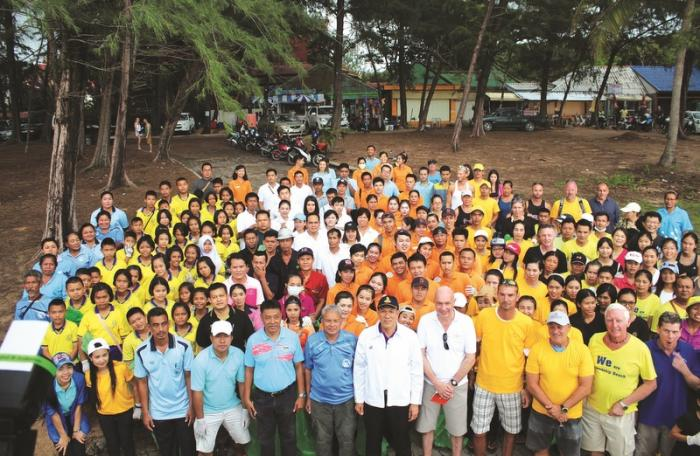 Locals, tourists team up to clean up | The Thaiger