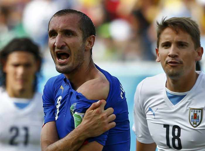 Suarez faces another ban after biting Italian defender | The Thaiger