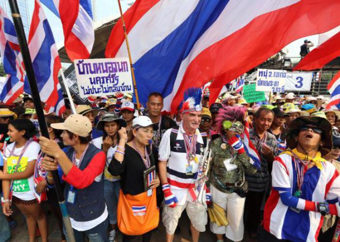 Phuket Gazette Thailand News: Suthep rallies as DSI mulls next move; Abhisit faces 2010 charges; Trawler crew eyed for murder | The Thaiger