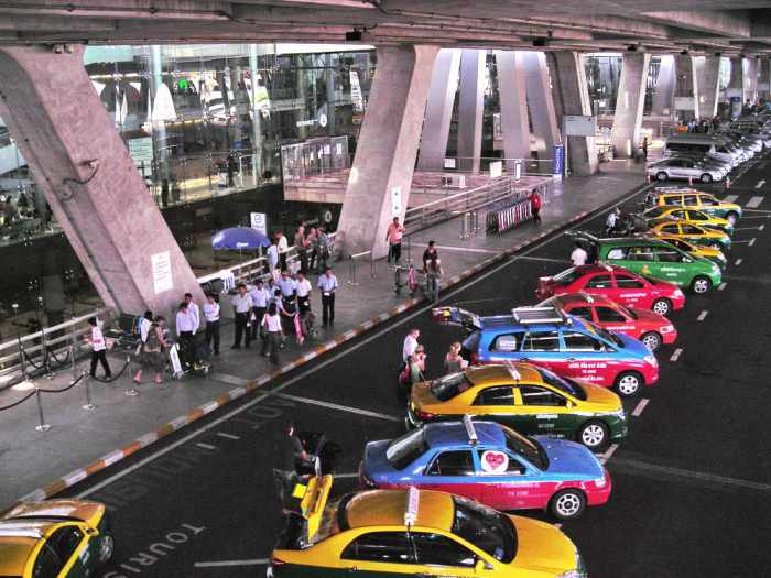 NCPO targets taxi mafia at Suvarnabhumi Airport | The Thaiger