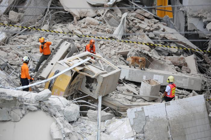 Two demolition workers killed in Sukhumvit building collapse | The Thaiger