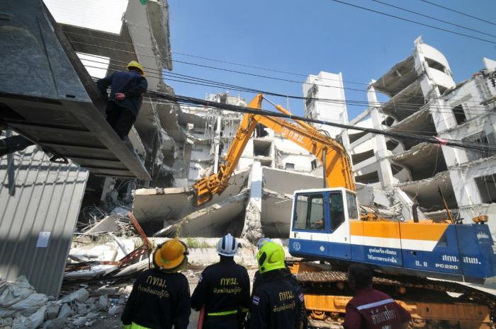 Demolition execs charged over 4 Bangkok deaths | The Thaiger