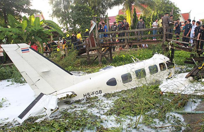 One killed in small plane crash in Bangkok | The Thaiger