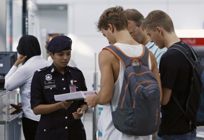 Phuket Gazette World News: FBI not in on Malaysia crash probe; other U.S. agencies to arrive today | Thaiger