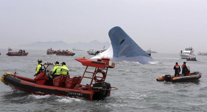 Phuket Gazette World News: More than 300 people missing after South Korean ferry sinks | Thaiger