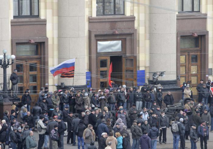 Phuket Gazette World News: Pro-Moscow protesters declare republic, Kiev fears invasion | Thaiger