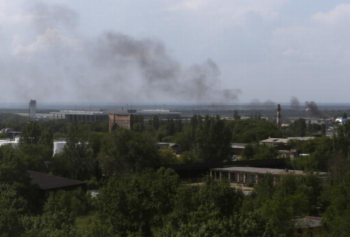 Battle at Donetsk airport; Ukraine leader says no talks with 'terrorists' | Thaiger
