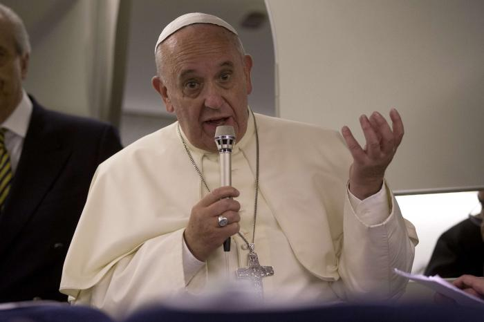 Pope compares sexual abuse to 'satanic mass', meets victims | Thaiger
