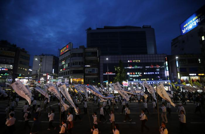 Families of South Korea ferry dead march on presidential palace | Thaiger